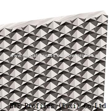 Diamond prism sheet for lighting, UGR<19, transmission >92